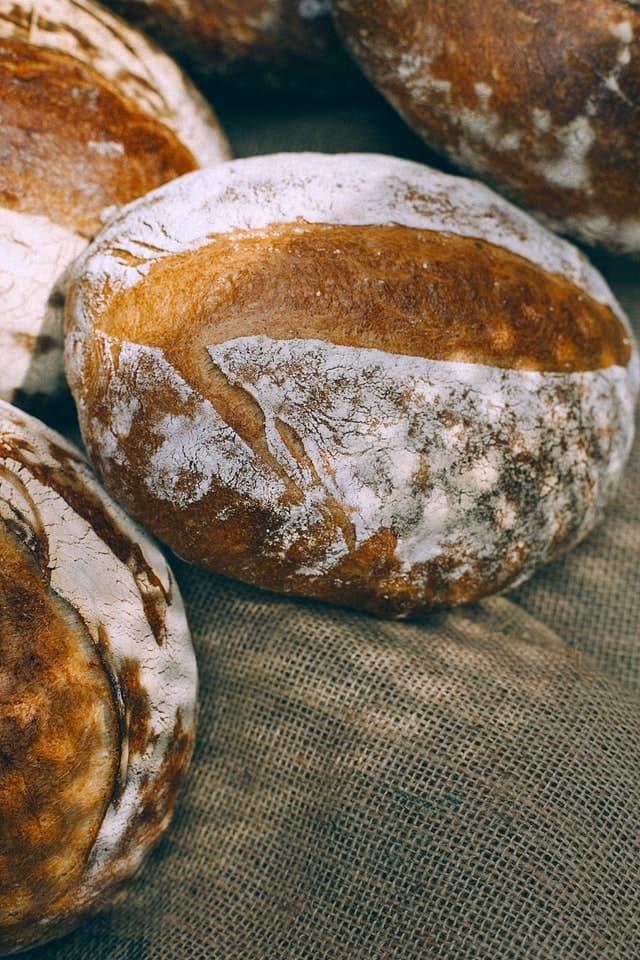 山奥の年商3億3千万円の人気パン屋が、コロナ禍でECで出荷待ち、驚異の売上推移の秘訣とは